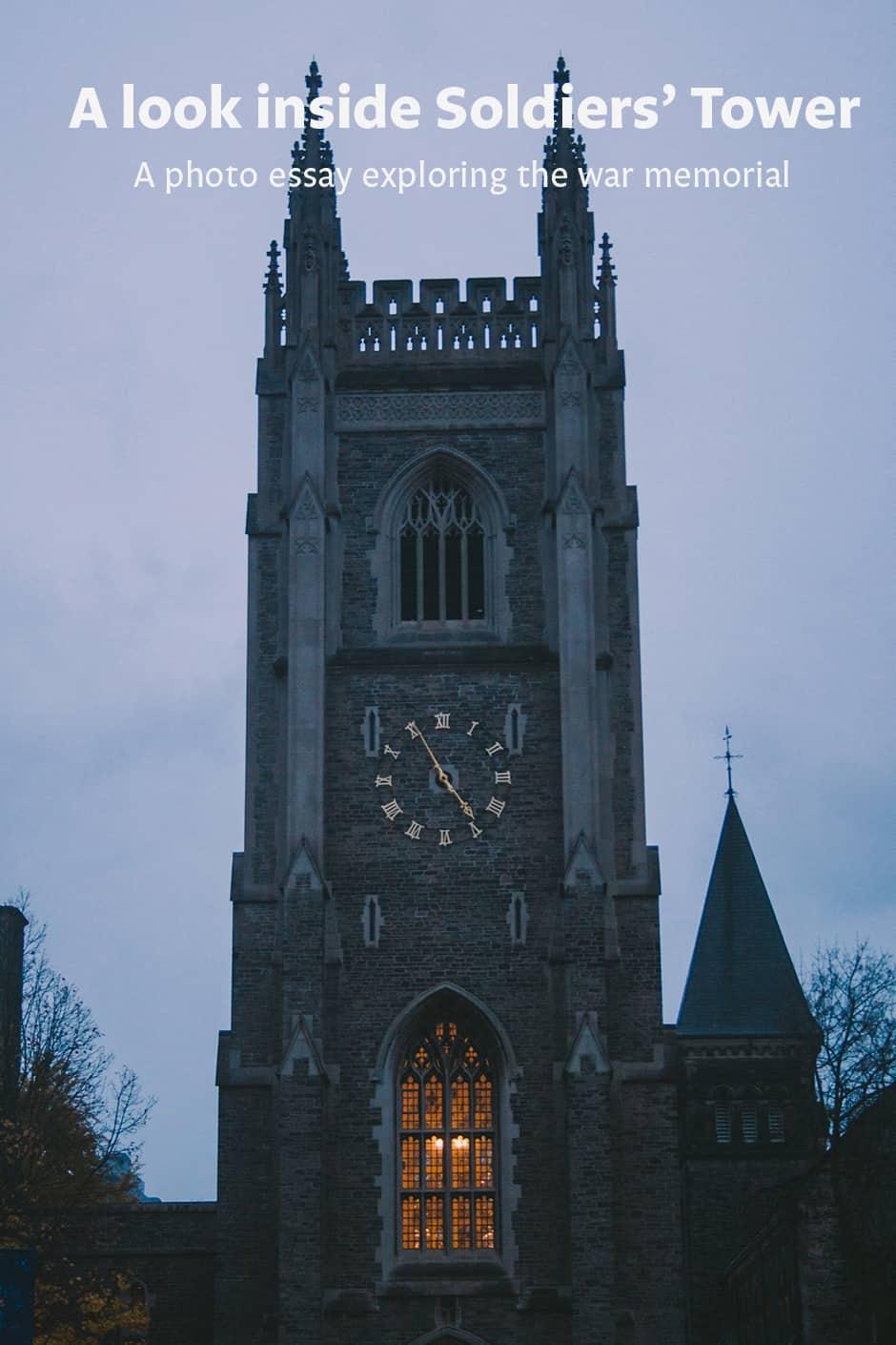Soldiers' Tower lit up at night. JENNIFER SU/THE VARSITY