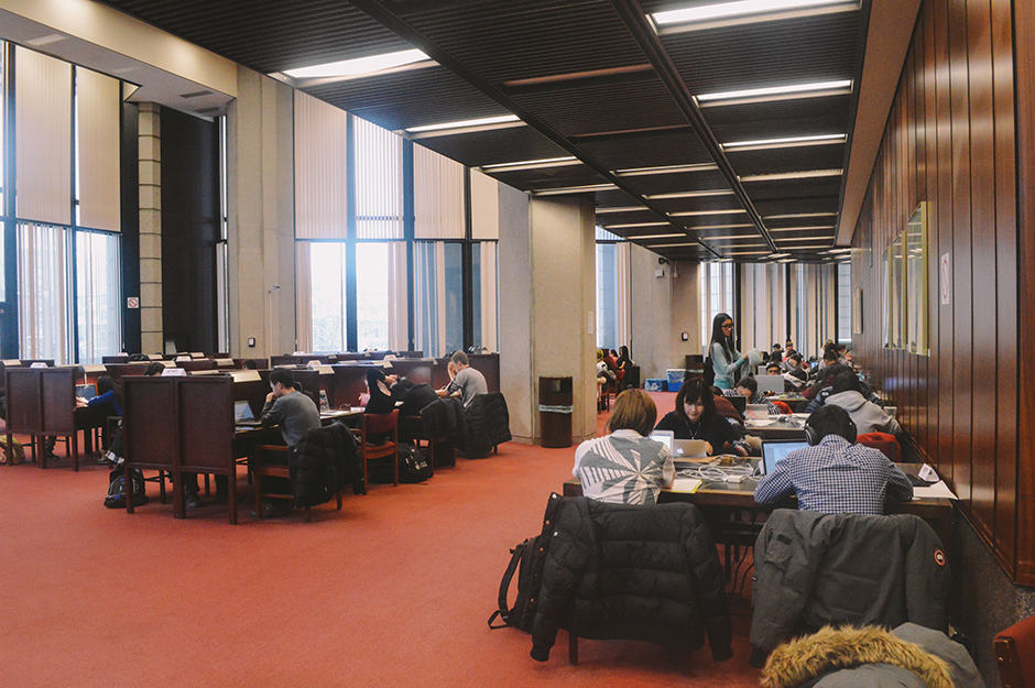 Robarts Library reading room. TOSIN MAIYEGUN/THE VARSITY