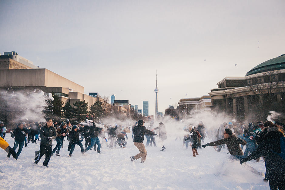 Hundreds of students descend on front campus for snowball fight