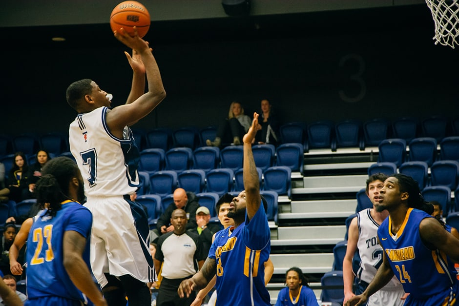 Men's basketball finishes third in OUA