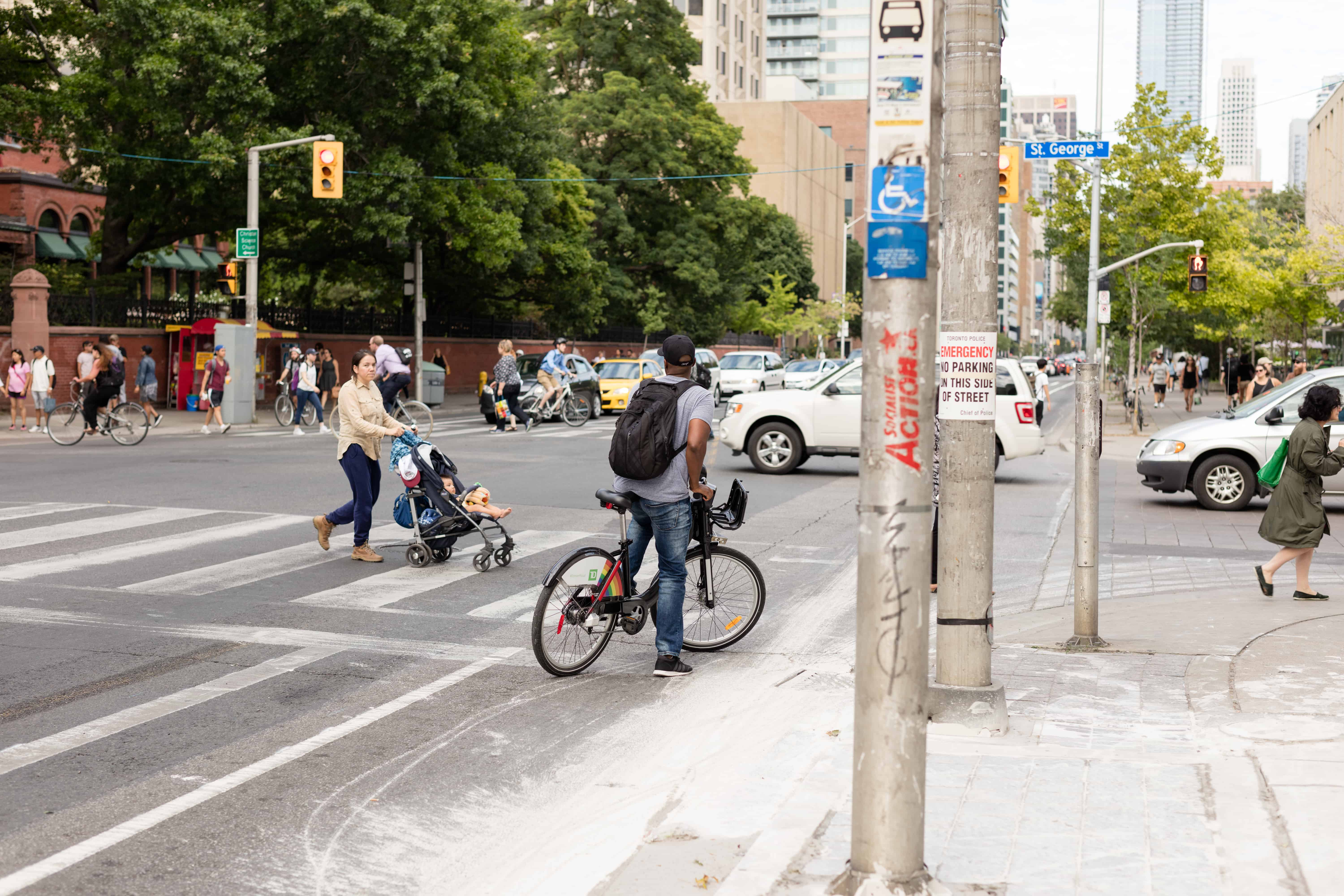 A cyclist using the Bloor Street bike lane. NATHAN CHAN/THE VARSITY