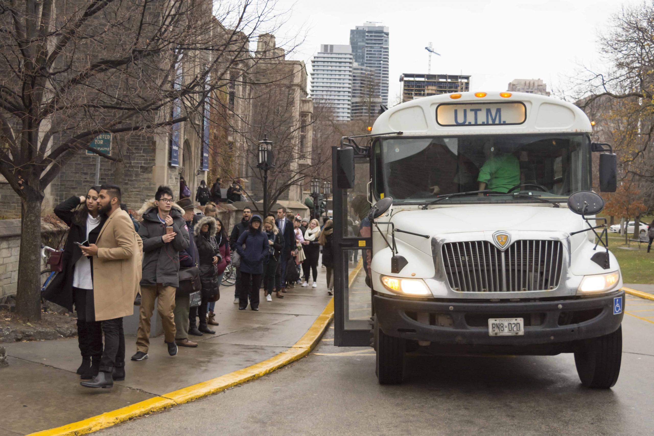 NEWS Gardiner tolls STEVEN LEE THE VARSITY UTM Shuttle bus scaled.
