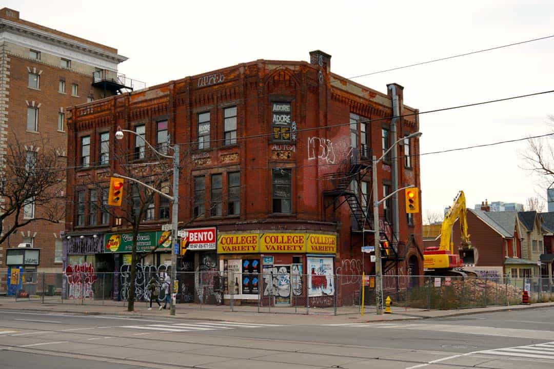 The building being demolished used to house Tasty's Caribbean Restaurant and Catering, among other restaurants and shops. SOFIA LUDWIG/THE VARSITY