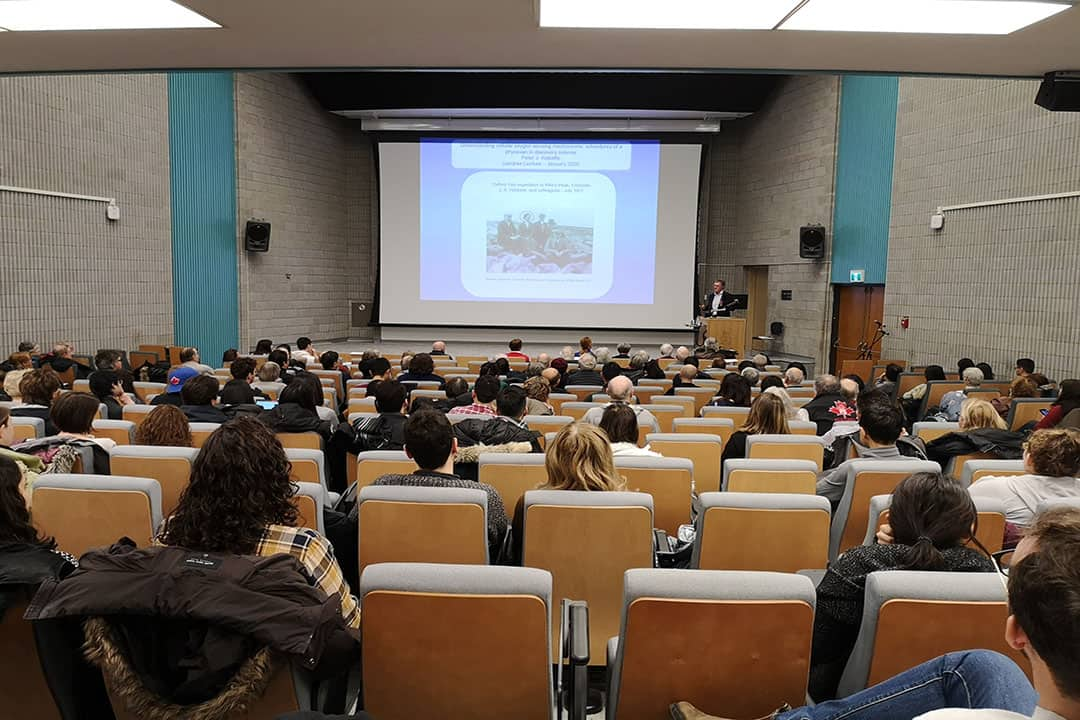 Ratcliffe delivered his talk at the JR Macleod Auditorium in the Medical Sciences Building. COURTESY OF CARRIE BOYCE/RCIScience